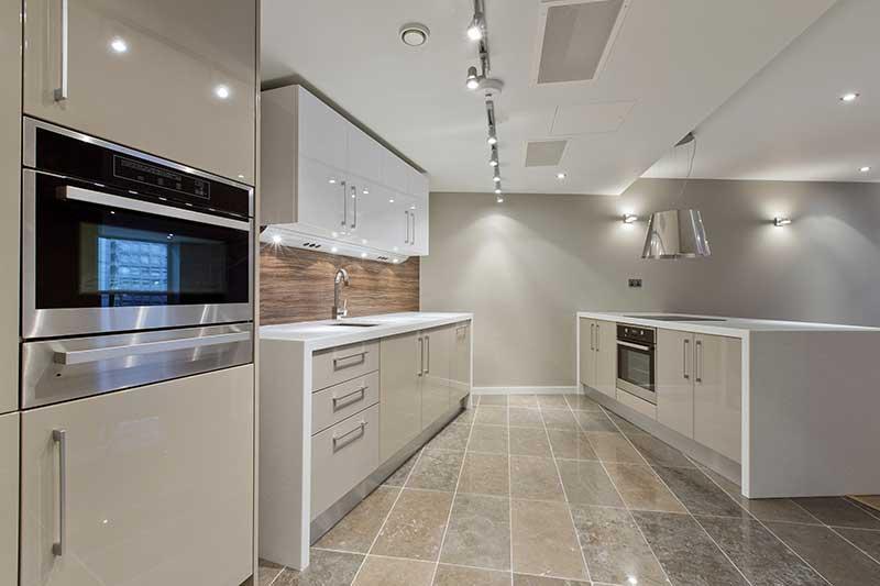 Môžem použiť keramické dlaždice na podlahové kúrenie?
