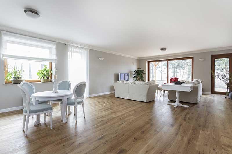 Môžem použiť drevenú podlahovú krytinu na elektrické podlahové kúrenine?